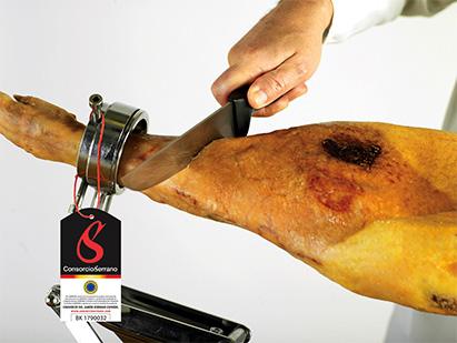 Instrumental-para-cortar-Jamon-Serrano-con-cuchillo
