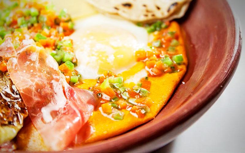 huevos a la veracruzana con jamon consorcio serrano y papas panaderas