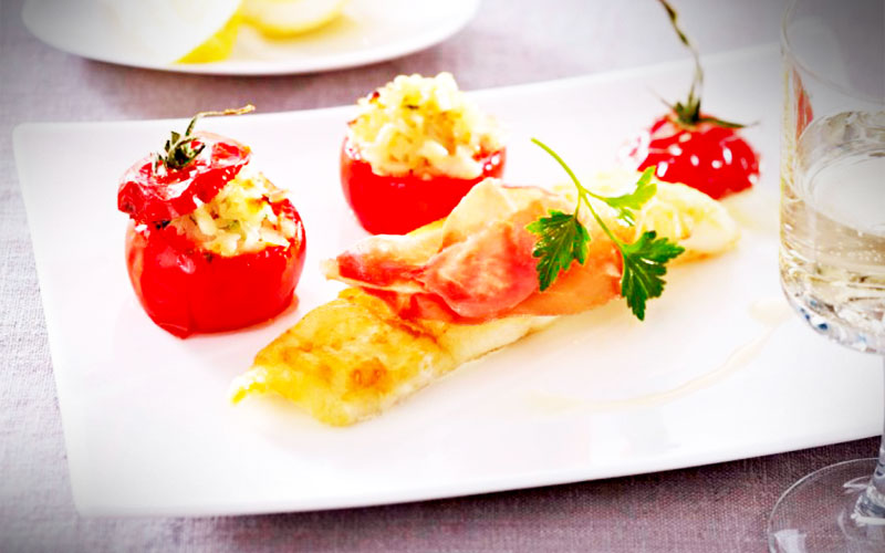 rezepte Kabeljaufilets zu gefüllten Tomaten mit Serrano-Schinken